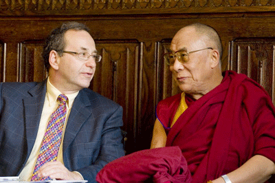 Harry Cohen, MP, chairing His Holiness' meeting with members of the All Party Parliamentary Group for Tibet. (Photo by Ian Cumming/Office of Tibet, London)